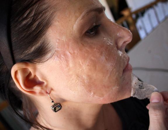 маска из желатина на лице