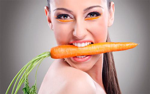девушка с морковью в зубах