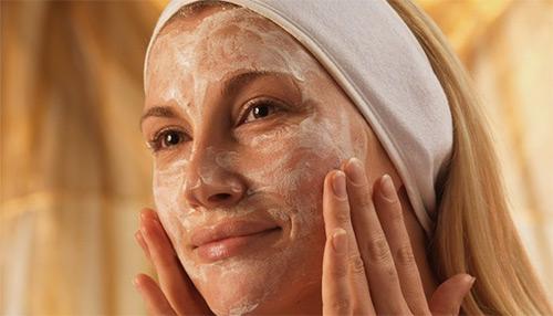 белковая маска на лице