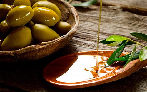 плошка с оливками