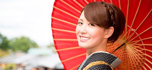 японка с красным зонтом